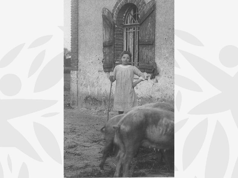 Germaine accueillie à l'Oeuvre Grancher au Foyer de Villefranche dans le Loir et Cher (vers 1925)