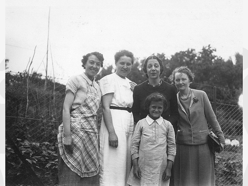 Yolande Guérin et ses institutrices de Bléré (Indre et Loir) en 1939