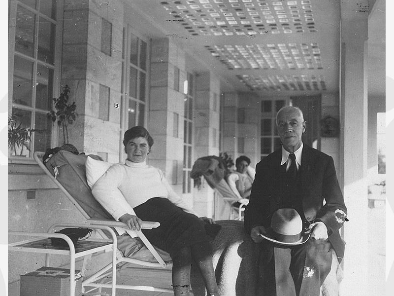 Visite du Dr Armand DELILLE (Secrétaire général de l'Oeuvre) à Emilienne à Amboise en avril 1950